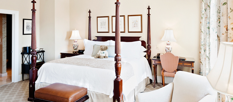 Charleston SC hotel with king bed