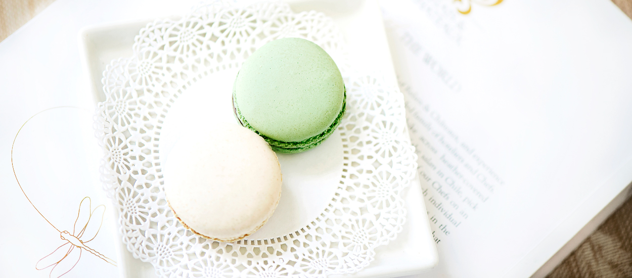 hotel that gives macaroons to guests