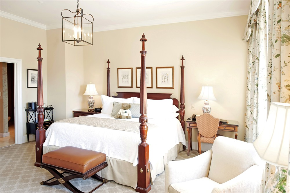 Grand King Suite In Downtown Charleston - Grand king bed