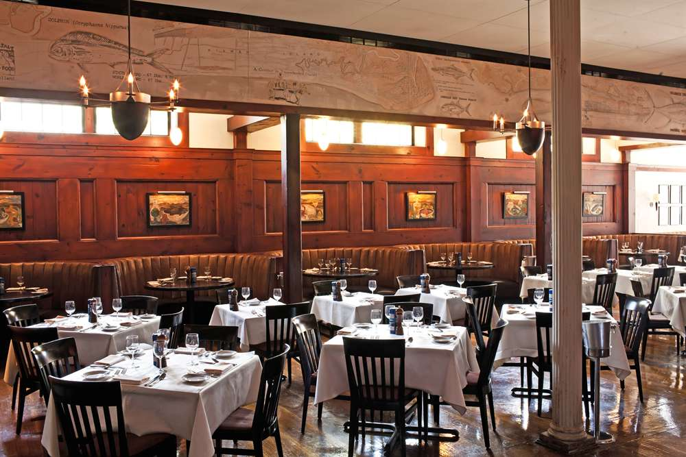 Hank 39 s seafood voted charleston 39 s best seafood for Fish restaurant charleston sc