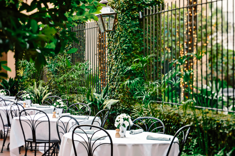 Outdoor dining at Planters Inn hotel in Charleston SC