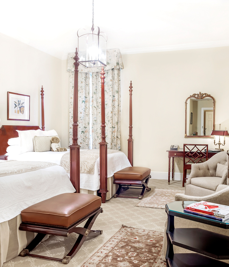 Charleston hotel room with 2 queen beds
