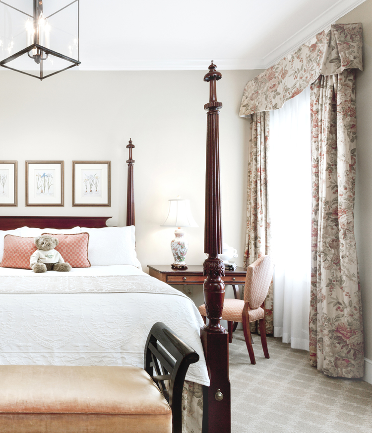 The signature four poster king bed at Planters Inn