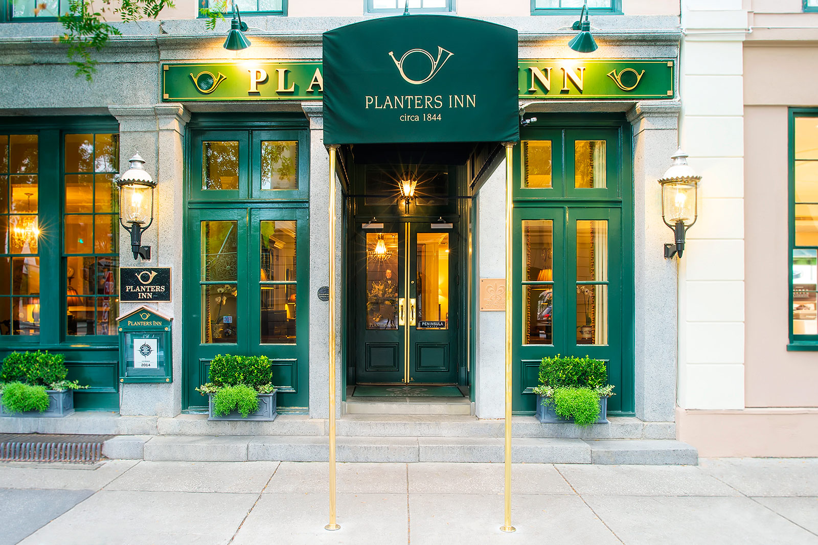 Planters inn charleston photo gallery for Top rated boutique hotels