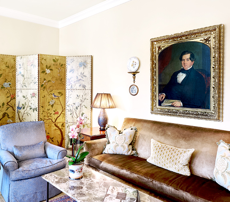Oil painting and elegant decor at this Charleston hotel